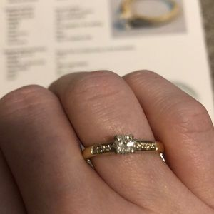 18kt gold and diamond ring.